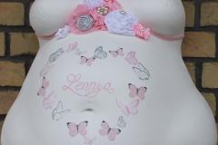 Gipsabdruck-Babybauch-Abformung-und-Gestaltung-Deluxe-Name-im-Herz-mit-Schmetterlingen-und-Bauchband-Lilly-ART-Burg-Stargard-Mecklenburg