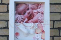 Gipsabdruck-Babyfuß-Babyhand-Objektbilderrahmen-Schmetterlinge-Foto-Ulrike-Wojtaszek-Lilly-ART-Burg-Stargard-Mecklenburg