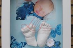 Gipsabdruck-Babyhand-Babyfuß-mit-Schmetterlingen-und-Foto-von-Katja-Beetz-Lilly-ART-Burg-Stargard